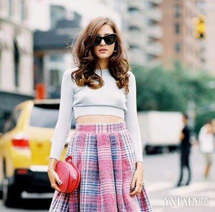【图】女毛衫短款搭配适合矮个子女生的穿衣方式