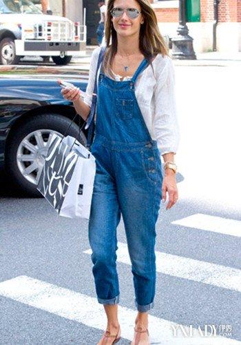 【图】牛仔背带裤怎么搭配才显时尚呢看美女明星为你示范