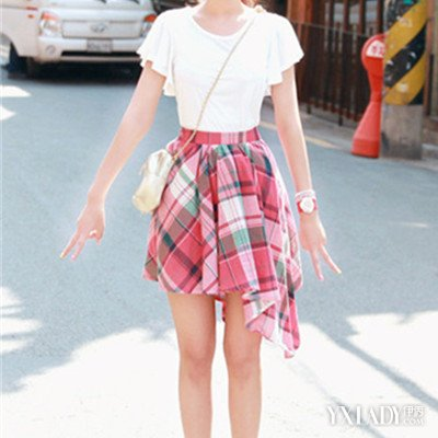 【图】街拍短裙长腿美女搭配小个子女生高瘦美的秘诀